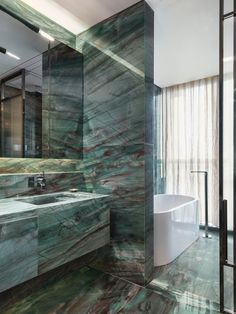 Green marble bathroom One Shenzhen Bay by Yabu Pushelberg Bad Inspiration, Bathroom Inspiration, Bathroom Design Luxury, Bathroom Designs, Bathroom Ideas, Bathroom Remodeling, Remodeling Ideas, Bathtub Designs, Bathroom Goals