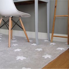 Rug White Stars by Lorena Canals Dining Room Table Chairs, Bar Chairs, Office Chairs, Lounge Chairs, Used Chairs, Cool Chairs, Mobiles, Lorena Canals Rugs, Big Desk