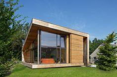 passiefwoning 80m² Eprojecten met grote verschuifbare lamellen zonnewering in Thermowood
