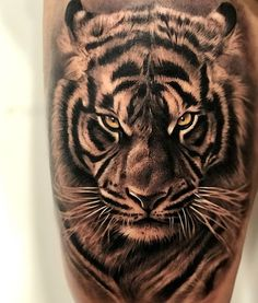 Tigre Tiger Hand Tattoo, Realistic Tiger Tattoo, Animal Sleeve Tattoo, Lion Tattoo Sleeves, Sleeve Tattoos, Tattoo Animal, Animal Tattoos For Men, Mens Tiger Tattoo, White Tiger Tattoo