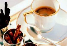 El café en Arabia Saudí se prepara con cardamomo y azafrán. #cafearabe #coffee