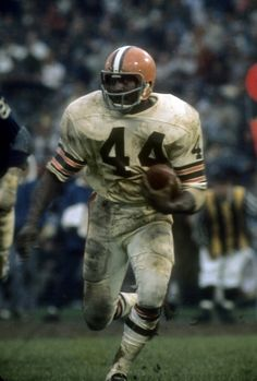 Leroy Kelly of the Cleveland Browns. Kelly played for the Browns from Oregon Ducks Football, Ohio State Football, Football Wall, Football Stuff, School Football, Oklahoma Sooners, Pittsburgh Steelers, Cleveland Browns History, Cleveland Browns Football