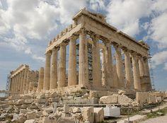 PARTENÓN DE ATENAS. El edificio más representativo de Grecia. Construcción dórica, marmol blanco, con unas dimensiones aproximadas de 70 metros de largo por 30 de ancho. Rodeado de columnas en todo su perímetro.