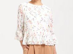 Floral Blouse with Pleated Hem and Sleeves https://www.paisie.com/collections/new-in/products/floral-blouse-with-pleated-hem-and-sleeves