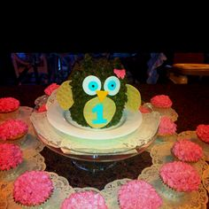 Made for my nieces's 1st birthday. Big hit with everyone...except her. The owl scared her and she wouldn't go near it. Good thing cupcakes were handy :)