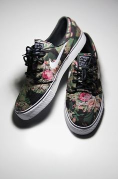Shoes: nike, flowers, vintage, floral print - Wheretoget