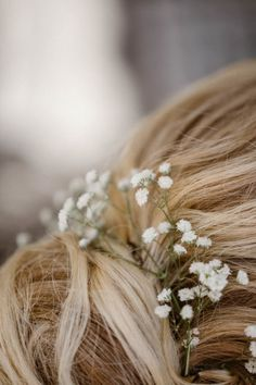 Adding something as simple as a baby& breath to the bride& hair creates a world . Adding something as simple as the baby& breath to the bride& hair can make a big differ Stacked Bob Hairstyles, Try On Hairstyles, Lob Hairstyle, Best Wedding Hairstyles, Box Braids Hairstyles, Bride Hairstyles, Hair Scarf Styles, Long Hair Styles, Bride Hair Flowers