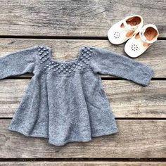 The Roxy dress is now available in English! The pattern includes instructions for both a sleeveless and a long sleeved version!  Find the pattern on Ravelry and at www.knittingforolive.dk  #roxydress #roxykjole #ravelrypattern #knittersofinstagram #knitforkids #barnestrikk #jentestrikk #wool #ullergull #merino #knittingforolivesmerino #ezpzeasypeasy #knittingforolive