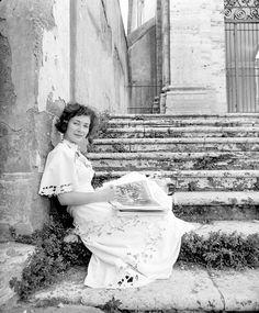 Italian actress Valentina Cortese, photo by Nat Farbman, September 9, 1949