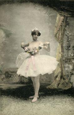 Vaudeville-dancer Vintage portrait- Paris 1904 H♥M Vintage Girls, Vintage Outfits, Vintage Fashion, Vintage Photographs, Vintage Images, Pin Up, Vintage Burlesque, Dance Art, Vintage Labels
