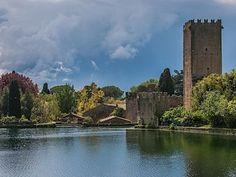 Hrad pochází z 12. století.