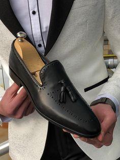 Shoes sole : leather Base height : 2 cm Shoes material : patent leatherAvailable Size : SİZE CHART : 39 - 40 - 41 - 42 - 43 - 44 / - 7 - 8 - 9 - 10 - 11 / US 5 - 6 - 7 - 8 - 9 - 10 / UK Black Leather Shoes, Black Shoes, Mens Fashion Suits, Men's Fashion, Gentleman Shoes, Classy Men, Men S Shoes, Loafers Men, Casual Shoes
