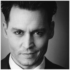 Johnny Depp - Looks like the Public Enemies Dillinger role.