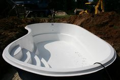 Fiberglass Inground Pools and Fiberglass Swimming Pool Prices For A Classic Pool and Spa Look and Feel. Pools For Small Yards, Small Backyard Pools, Diy Pool, Small Inground Pool Cost, Swimming Pool Prices, Swimming Pool Designs, Small Fiberglass Pools, Fiberglass Pool Prices, Ideas De Piscina