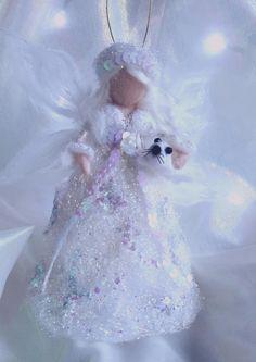 """Décoration de Noël """" Fée des glaces """" en laine cardée feutrée à l'aiguille inspiration Waldorf de la boutique MagicFairyland sur Etsy"""