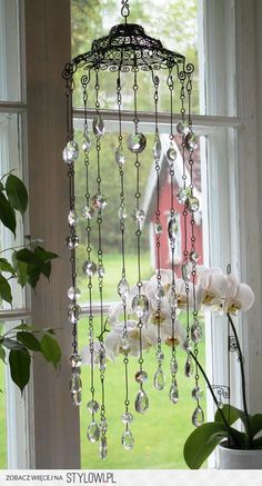 Think about using wire baskets for wind chimes Crystal Wind Chimes, Diy Wind Chimes, Shell Wind Chimes, Wire Crafts, Diy And Crafts, Cd Crafts, Sun Catchers, Deco Boheme, Creation Deco