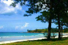 Tanjung adalah daratan yang menjorok ke laut, atau daratan yang dikelilingi oleh laut di ketiga sisinya. Semenanjung adalah tanjung yang (sangat) luas sedangkan jazirah lebih besar dari semenanjung.