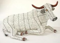Streetwires art South Africa Bull Cow, Beaded Animals, African Beads, Wire Art, Sculpture, Drawings, Painting, Cows, Beadwork