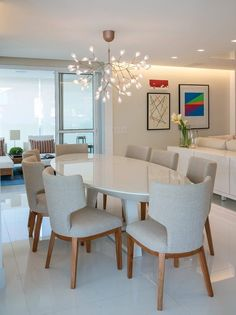 Get inspired by these modern dining room design ideas! Luxury Dining Room, Dining Room Lighting, Dining Room Design, Interior Design Living Room, Living Room Decor, Mesa Oval, Dinner Room, Home Decor Furniture, Junho