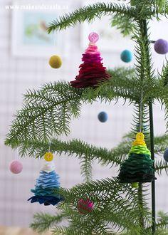 Julgranar av filt & knapparDessa enkla julgranar av filt och knappar blir hur söta som helst att hänga i granen. Du behöver inte vara någon van pysslare för att klara detta...