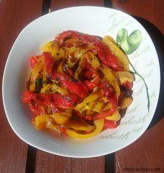 Voici une recette de salade d'été à base de poivrons. Cette recette pleine de couleurs va ensoleiller vos repas. Si vous êtes adeptes de Weight Watchers la part vaut 1 sp/personne ww. Ingrédients pour 4 personnes : 4 poivrons (rouges et jaunes)1 cs huile...
