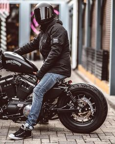 Custom bikes, classic and concept motorcycles from all over the world Sportster Iron, Harley Davidson Sportster 883, Harley Davidson Chopper, Chopper Motorcycle, Motorcycle Outfit, Motorcycle Garage, Scrambler Custom, Custom Motorcycles, Custom Bikes