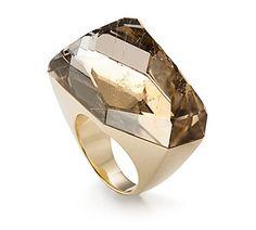 Anel de ouro amarelo 18K com quartzo rutilado - Coleção DVF Link:http://www.hstern.com.br/joias/p-produto/AD2QT167337/anel-de-dedinho/dvf/anel-de-ouro-amarelo-18k-com-quartzo-rutilado---colecao-dvf