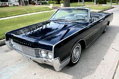 1967 Lincoln Continental. We had one growing up. Suicide doors, maroon with a black interior. Wish I had it now!