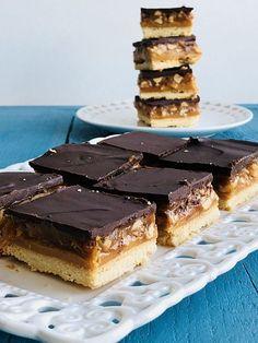 Sos caramel, rețetă simplă cu reușită garantată – Chef Nicolaie Tomescu Something Sweet, Dessert Recipes, Desserts, Marshmallows, Fudge, Tiramisu, Waffles, Caramel, Sweets