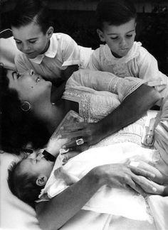 Elizabeth Taylor and children #gotitfrommymama
