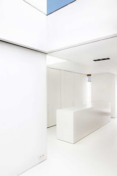 White interior of the House W-DR by Fraux & Baeyens architecten.