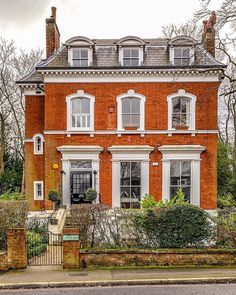 A beautiful brick house in Sydenham, London. - A beautiful brick house in Sydenham, London. London Townhouse, London House, London Mansion, Victorian Architecture, Architecture Old, Beautiful Buildings, Beautiful Homes, Townhouse Exterior, House Of Beauty