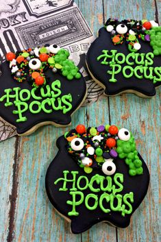 holiday halloween Its just a bunch of Hocus Pocus, sugar cookies that is. These sugar cookies are sure to be a hit at your Halloween party, or even at school. Imagine the Sanderson sisters boiling up some toil and trouble with these spooky cookies! Halloween Desserts, Halloween Sugar Cookies, Halloween Food For Party, Cute Halloween, Holidays Halloween, Halloween Treats, Halloween Biscuits, Haloween Cakes, Halloween Baking