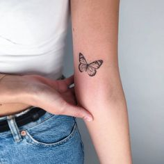 Tiny Tattoos For Girls, Cute Tiny Tattoos, Dainty Tattoos, Wrist Tattoos For Women, Little Tattoos, Pretty Tattoos, Small Tattoos, Bauch Tattoos, Wörter Tattoos