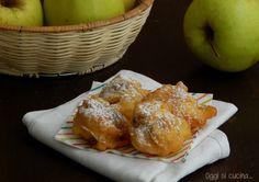 Le frittelle di mele e uvetta sono dei soffici dolcetti fritti, da preparare nel periodo di Carnevale e per tutto l'anno, ricetta semplice e veloce.