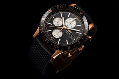 With its timeless look and its triple timezone chronograph, the Chronoliner has asserted itself as the authentic flight captain's watch. It offers a blend of luxury and performance in a red gold limited series that will appeal to aviation aficionados, whether in aircraft cockpits or cabins.An 18K re...