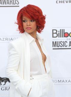 Rihanna Hairstyles, Cute Hairstyles, Rihanna Awards, Fashion And Beauty Tips, Billboard Music Awards, Hair Dos, Cool Style, Beauty Hacks, Short Hair Styles