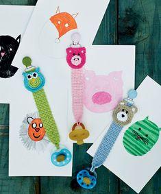 Hæklet suttesnor med dyr Crochet For Kids, Crochet Baby, Crochet Pacifier Holder, November Baby, Baby Barn, Animal Knitting Patterns, Crochet Books, Make And Sell, Diy Baby