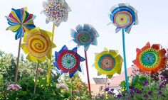 Herbstlich geht es zu bei Profissimo kreativ: Unsere bunten Windräder drehen sich farbenfroh im Herbstwind. Mit unserer Anleitung gelingt die Deko im Handu...