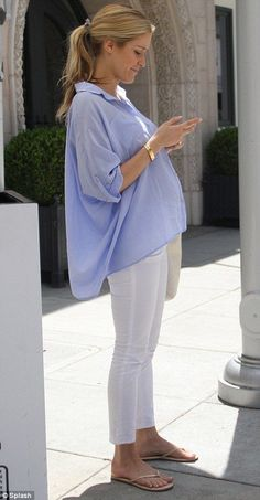 Kristin Cavallari looking fab and pregnant!!! for more on dressing your bump during pregnancy and other fab maternity style ideas head to bumpandmeblog.com
