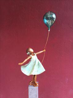 Bronzen Beeld van Babke Moelee Sculpture Painting, Pottery Sculpture, Sculpture Clay, Sculptures, Paper Clay, Clay Art, Stained Glass Art, Art Dolls, Street Art
