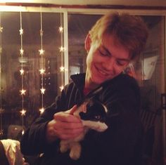 Omg its so cute look at his little face awww i want one. Oh look theres a cat in the photo