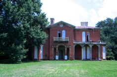 About 20 miles south of Greenville, Mississippu, is Mount Holly, a gorgeous Italianate mansion not even 200 yards from the edge of Lake Washington. Completed around 1856, it has been abandoned for the past 10 years.