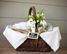 This picnic basket by Georgina Brandt & Co. has me wishing it were cooler so we could picnic! Picnic Time, Summer Picnic, Homemade Gifts, Diy Gifts, Cadeau Client, Picnic Birthday, Festa Party, Company Picnic, Gift Baskets