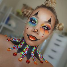 9 Black Makeup Artists Who Are KILLING The Halloween Makeup Game - Lisa a la mod. Halloween Circus, Halloween Eyes, Halloween Makeup Looks, Women Halloween, Halloween Makeup Games, Halloween Costumes, Maquillage Halloween Clown, Clown Face Paint, Black Makeup Artist