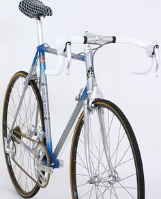 Image and video hosting by TinyPic Vintage Bicycle Parts, Velo Vintage, Retro Bicycle, Vintage Bicycles, Classic Road Bike, Classic Bikes, Peugeot Bike, Push Bikes, Speed Bike