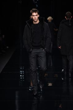 Enjoy all the exclusive looks from the Ermanno Scervino Men's Fall Winter 2016 2017 fashion show.