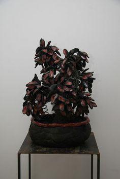 Stamm aus Hasenstallgitter, Blätter teilglasiert (rot), Topf ebenfalls, geschwärzt mit Dinkelspelzen Planter Pots, Lattices, Red, Plant Pots