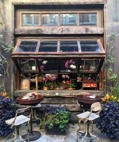 r/CozyPlaces - Restaurant in East Village, New York City. Day And Time, Night Time, Behind The Screen, Bouquet, Night Pictures, East Village, Cozy Place, Wonderful Images, Outdoor Dining