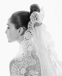 Absolutely LOVE the spanish veil Mantilla Veil, Lace Veils, Fantasy Wedding, Dream Wedding, Wedding Blog, Gold Wedding, Bridal Headpieces, Bridal Hair, Spanish Veil